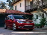 Экстерьер Chrysler Pacifica 2016-2017 фото