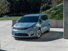 Внешний дизайн Chrysler Pacifica 2016-2017 фото