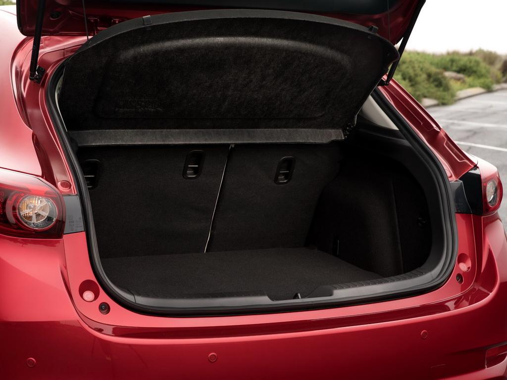Mazda 3 (багажное отделение хэтчбека)