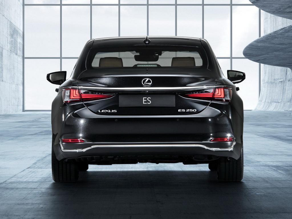 Картинки по запросу Lexus ES сзади