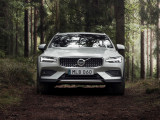 Фото Volvo V60 Cross Country вид спереди