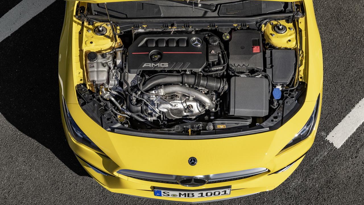 Мотор под капотом Mercedes CLA35 AMG