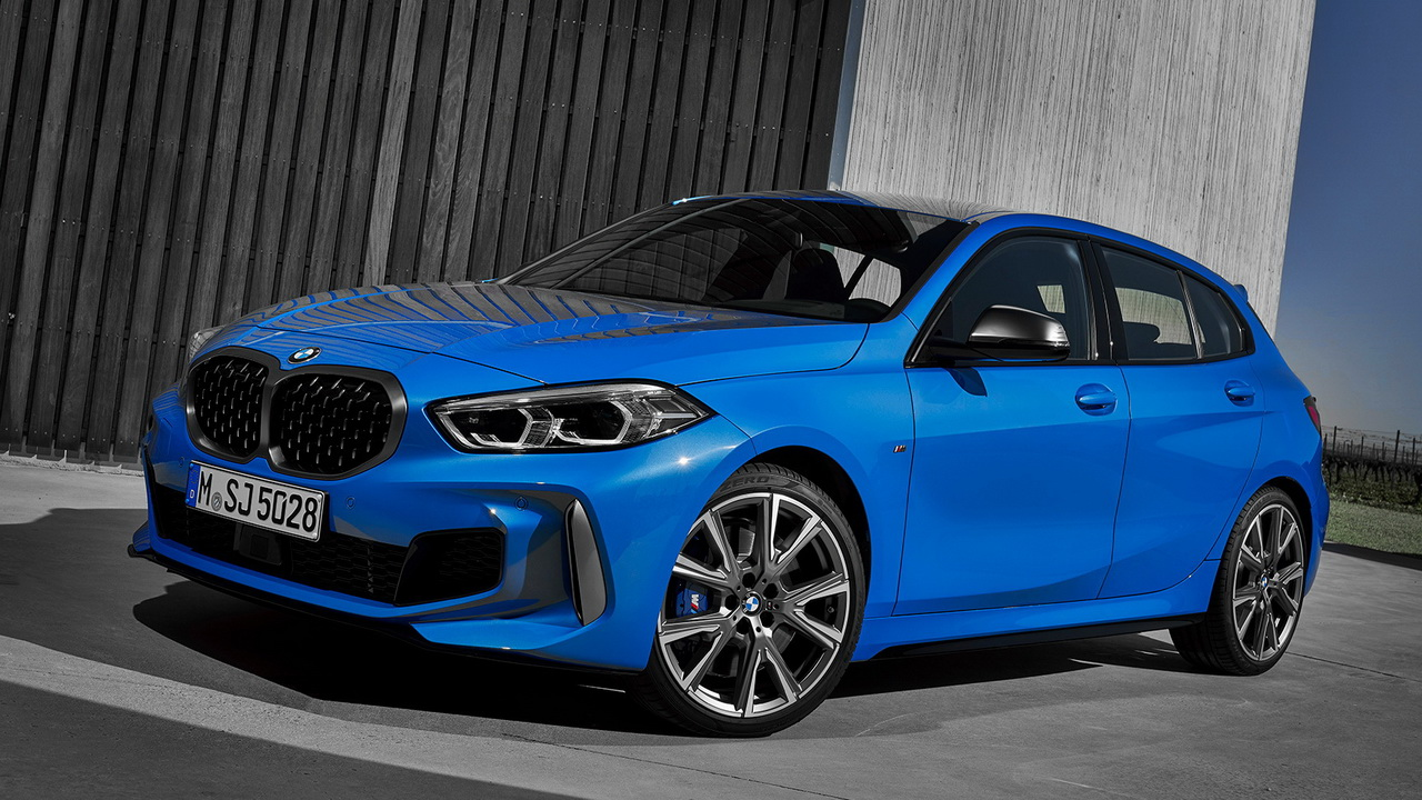 Фото BMW M135i xDrive