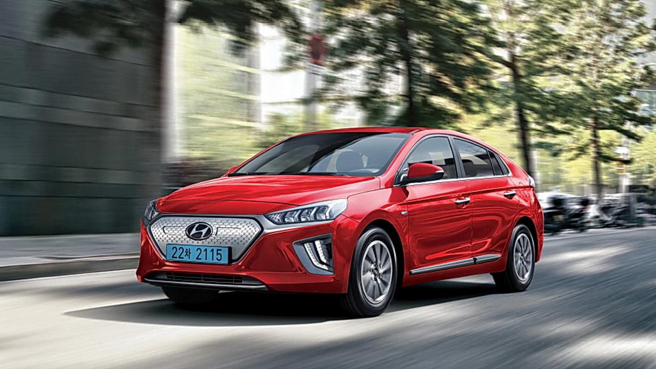 Hyundai Ioniq 2019 Hybrid и Plug-In фото цена и характеристики новых гибридных хэтчбеков от Хендай