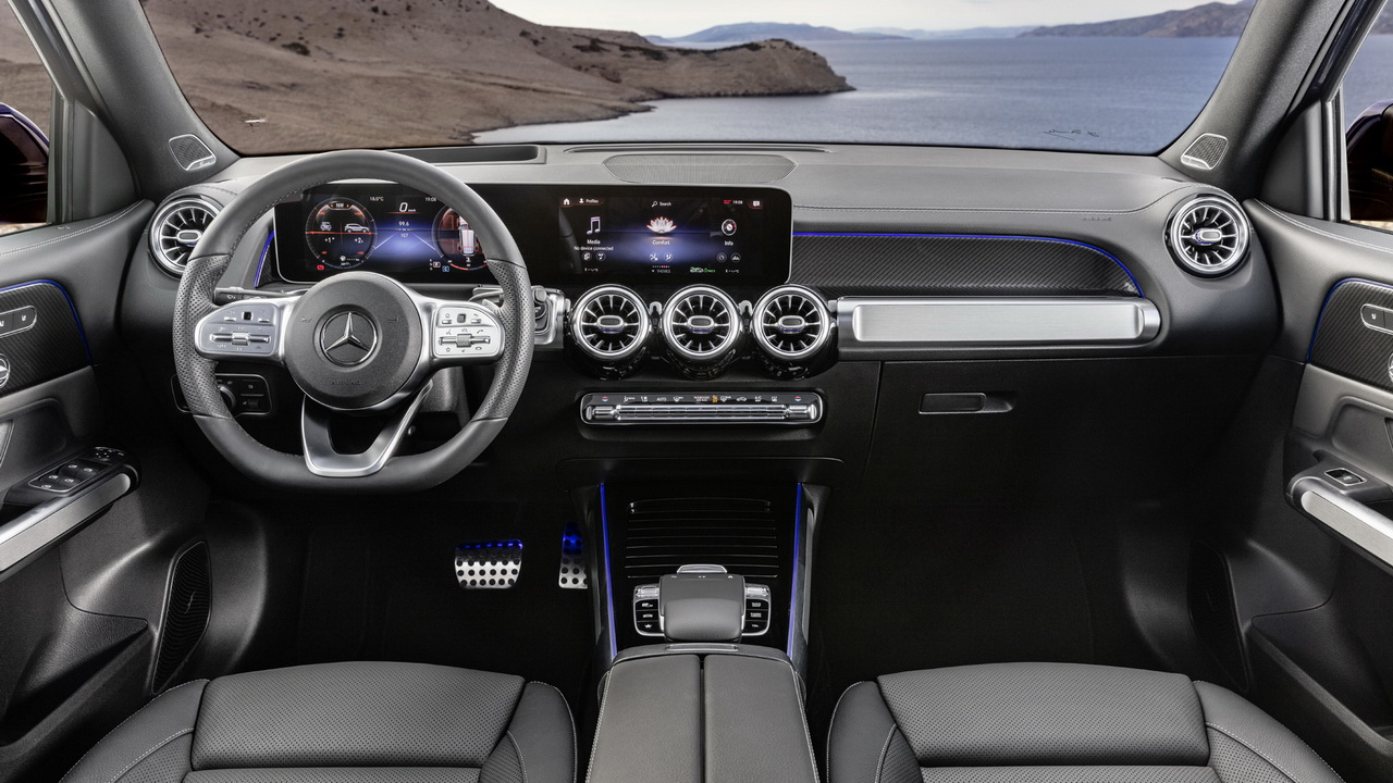 Фото интерьера Mercedes GLB