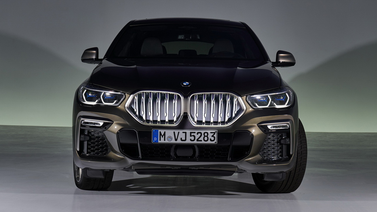 Новый BMW X6 G06 вид спереди