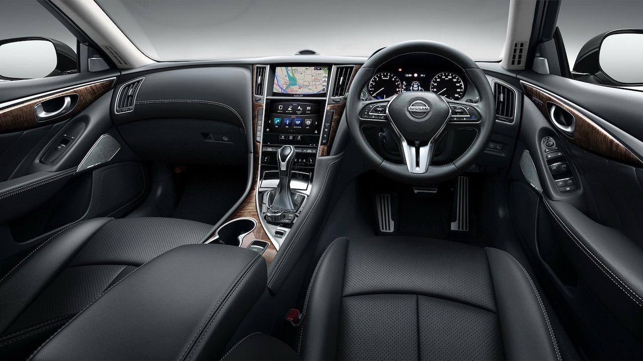Салон Nissan Skyline фото