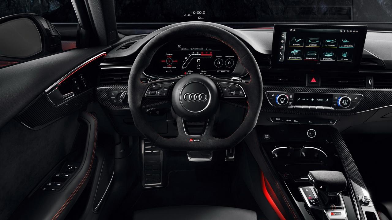 Салон нового RS 4 Avant фото