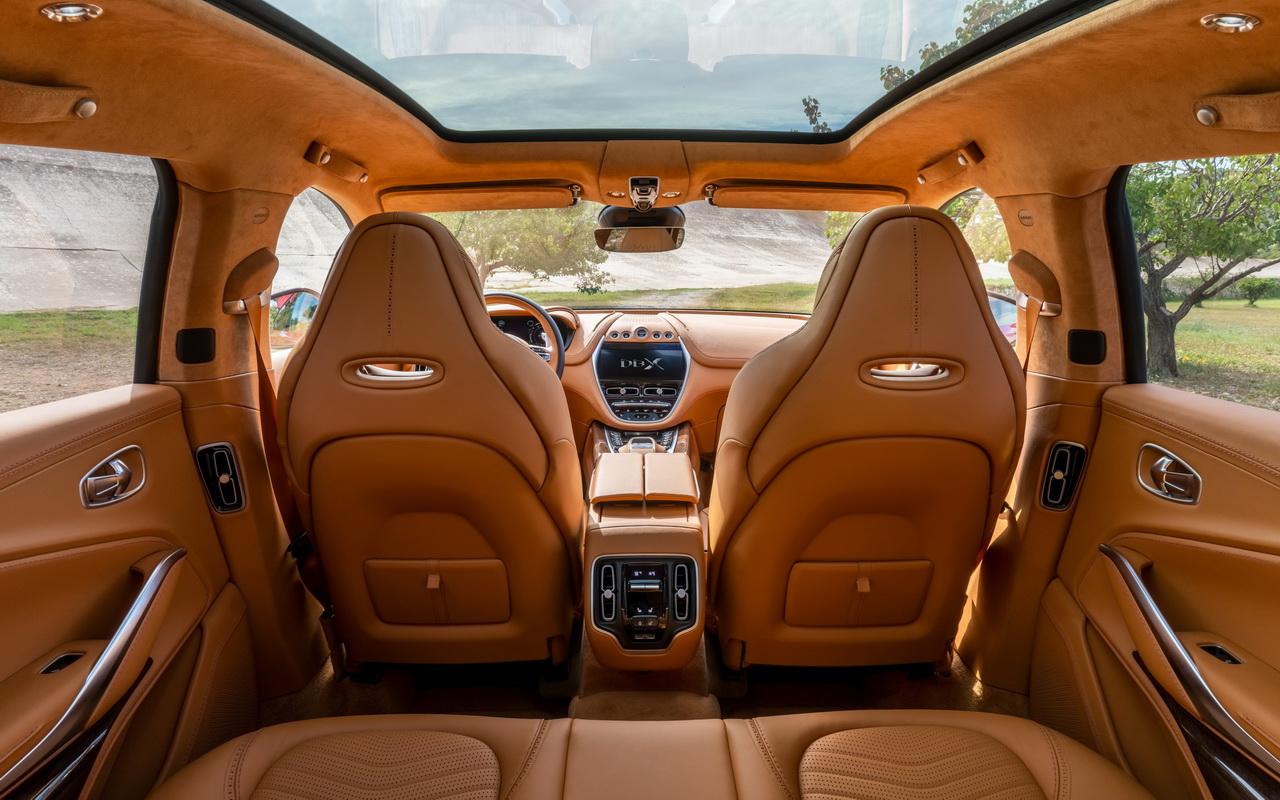 Фото салона Aston Martin DBX