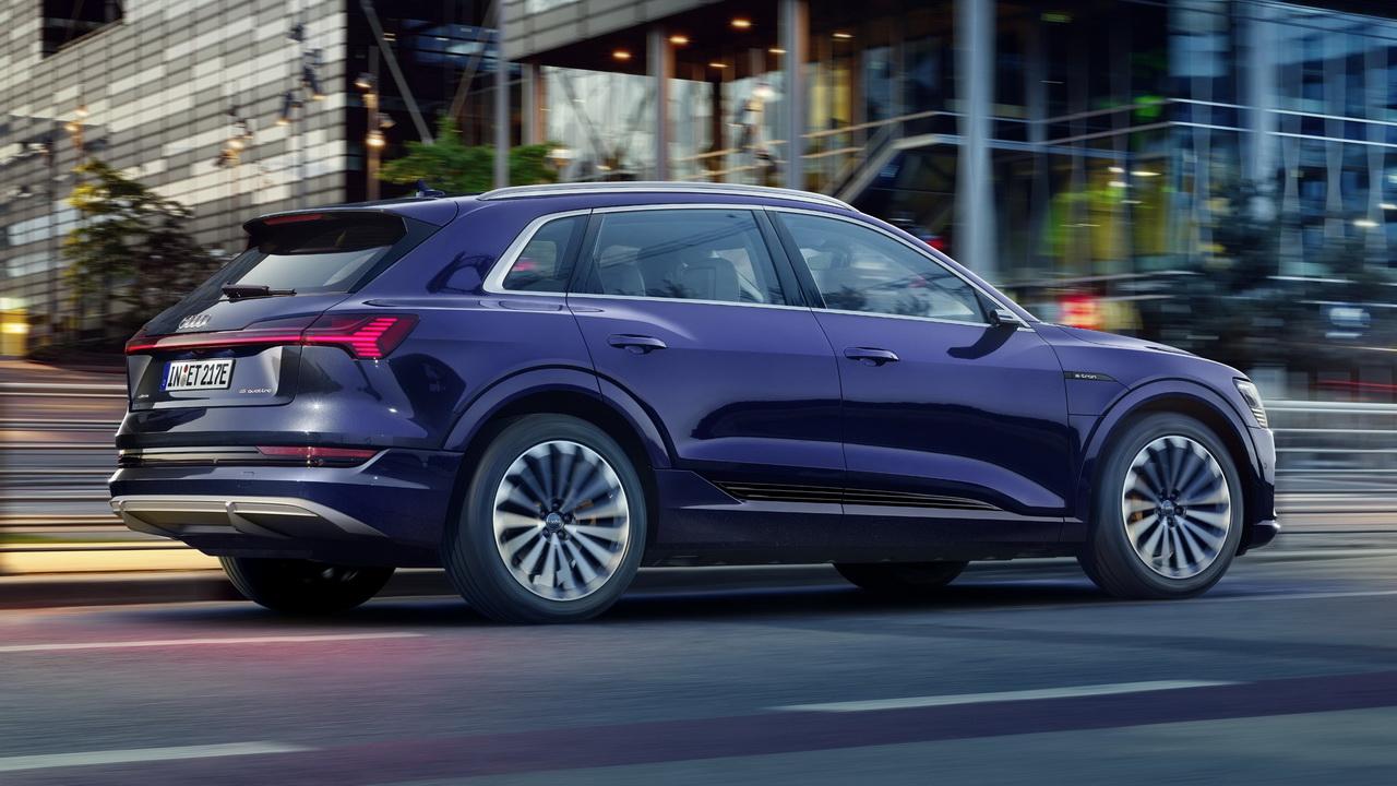 Фото Audi e-tron S line