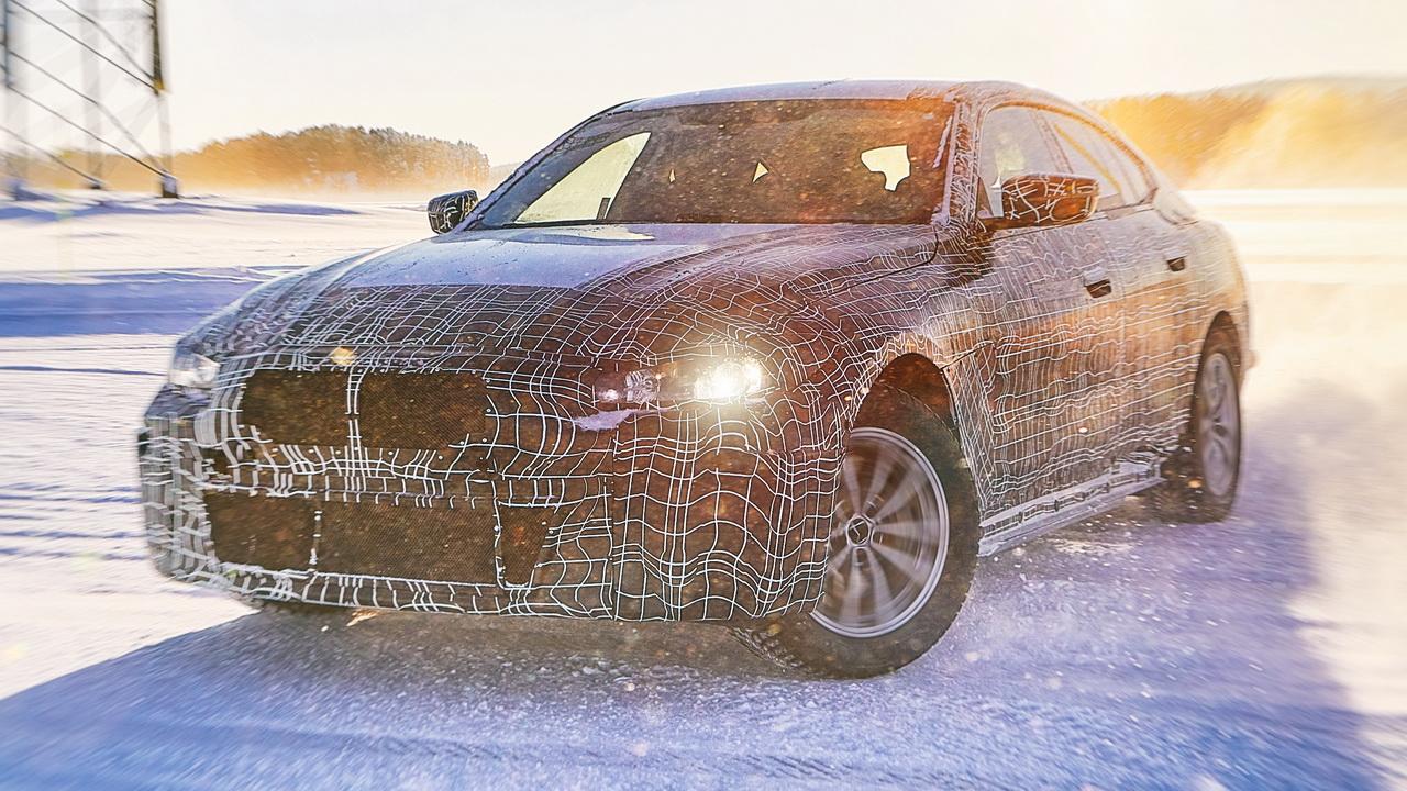 Новый BMW i4 в камуфляже