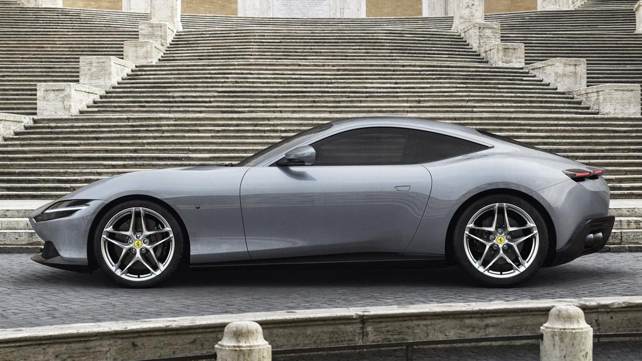 Фото Ferrari Roma профиль