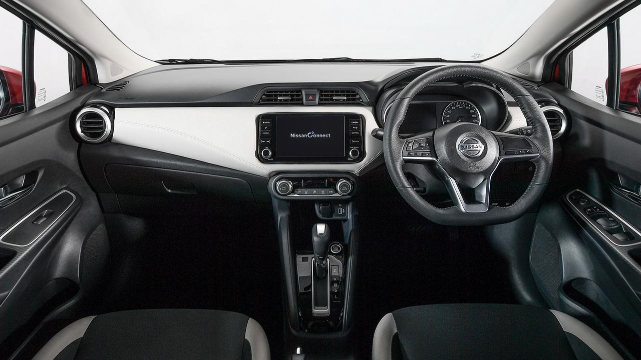 Салон Nissan Almera 4-го поколения