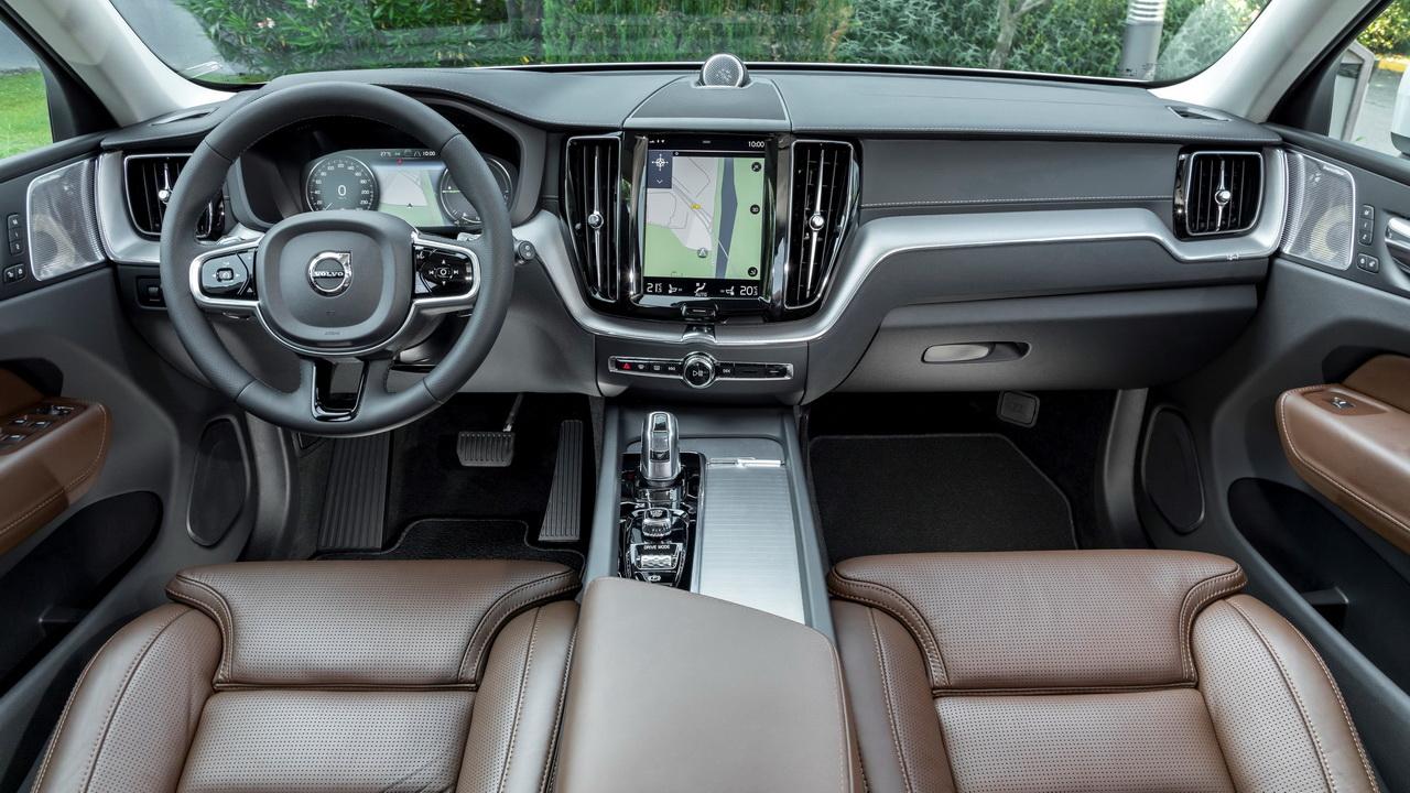Фото салона Volvo XC60 T8