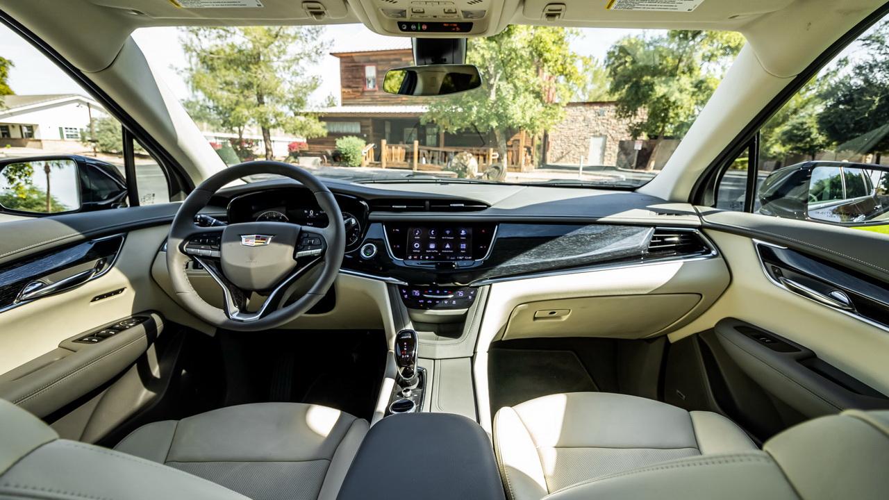 Фото салона Cadillac XT6