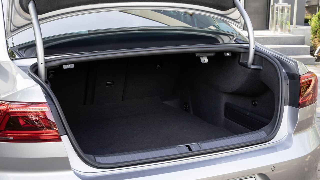 Багажник нового Пассата