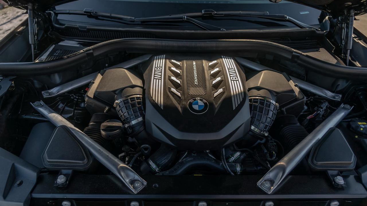 Могучий 530-сильный мотор V8 4.4