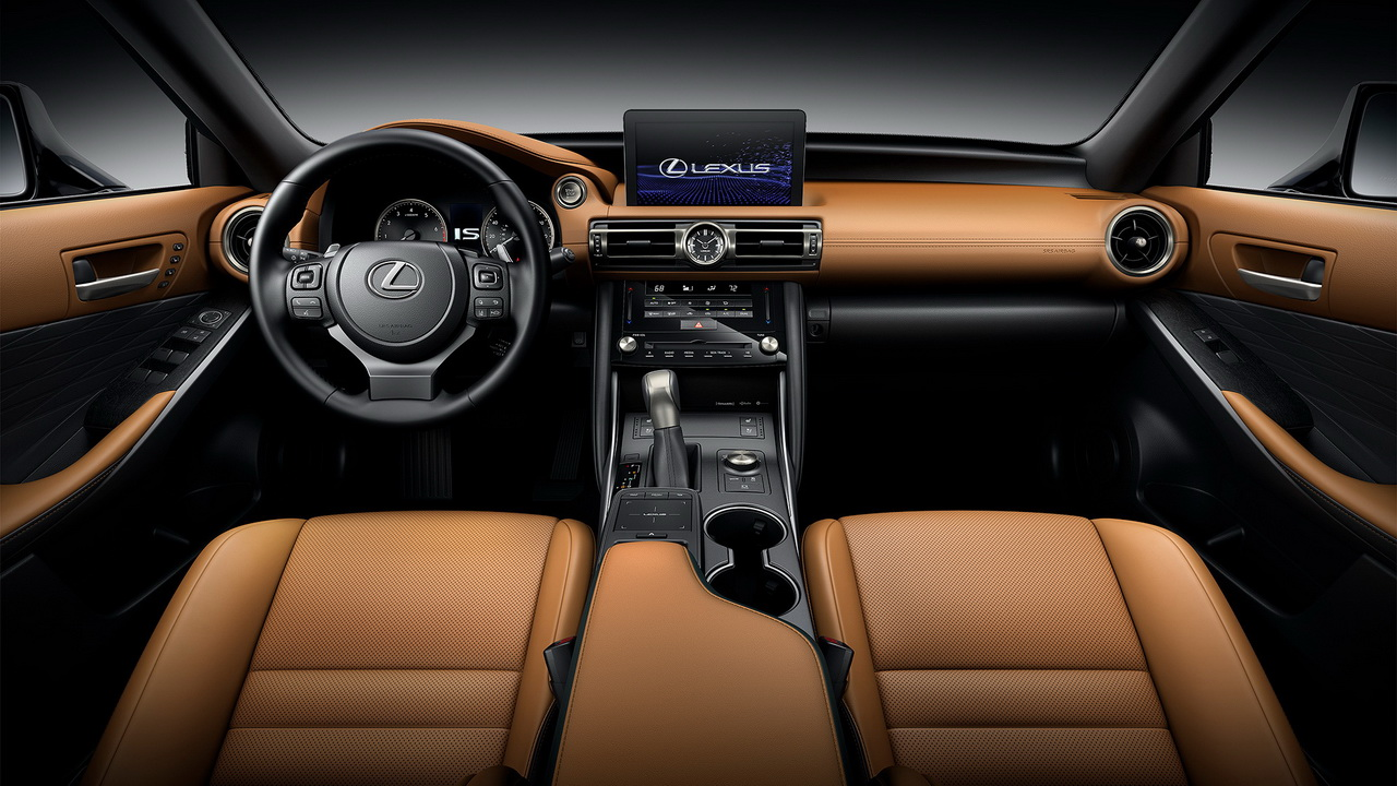 Салон нового Lexus IS
