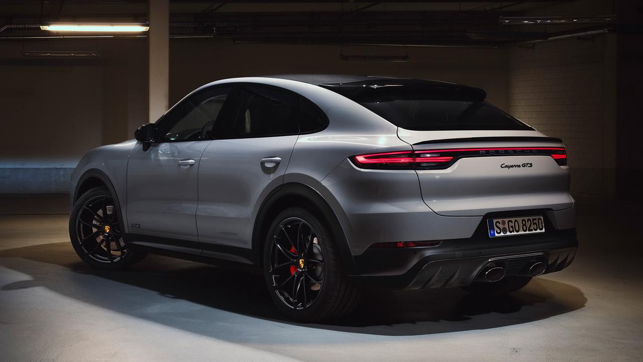 Корма версии Coupe