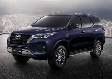 Toyota Fortuner 2021: новый дизайн кузова и прибавка в мощности