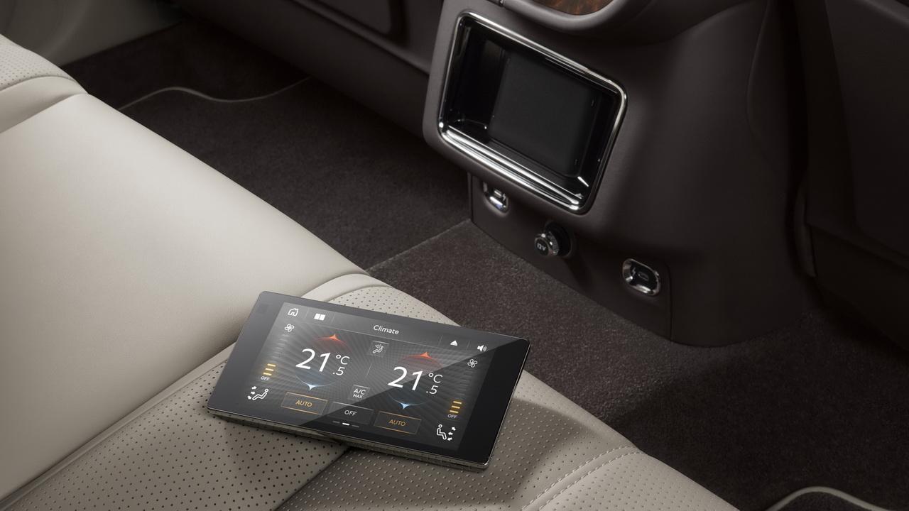 Сенсорный планшет для задних пассажиров