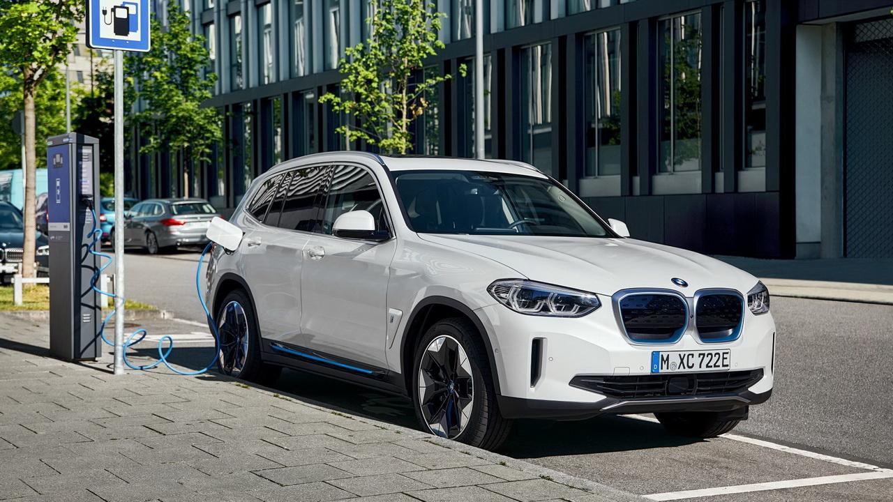 Новый BMW iX3 зарядка от терминала