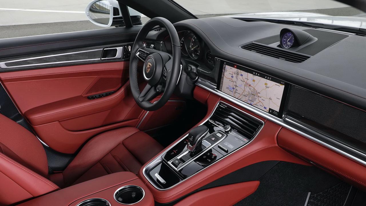 Салон Porsche Panamera 4S E-Hybrid