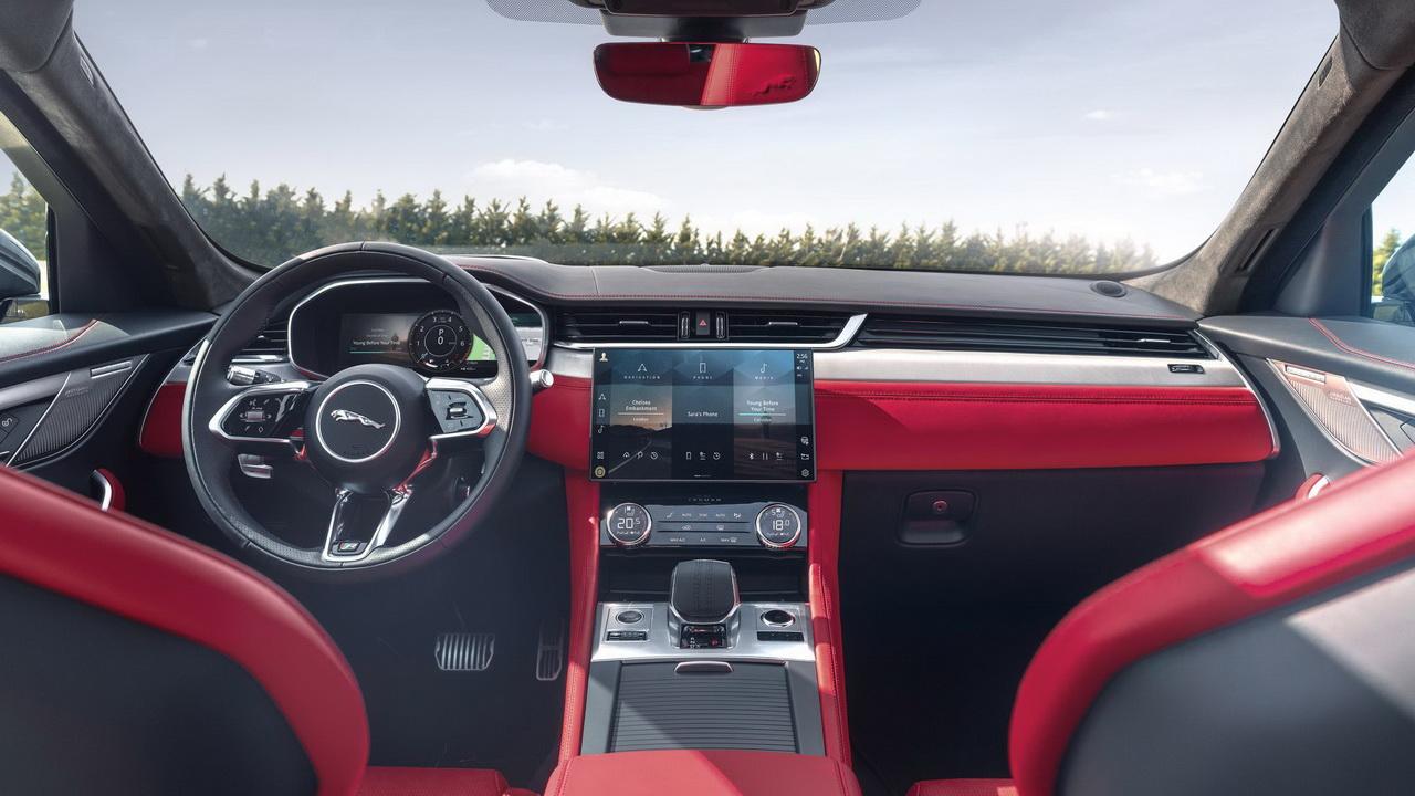 Фото салона нового Jaguar F-Pace