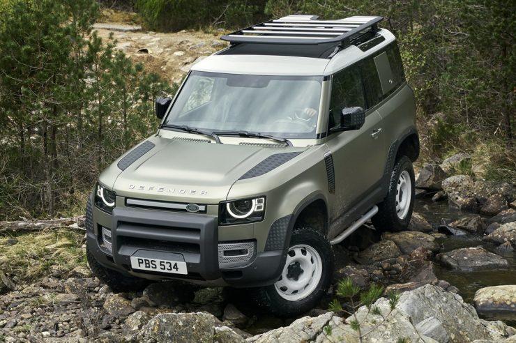 Новый Land Rover Defender 2021: цены на модель в России
