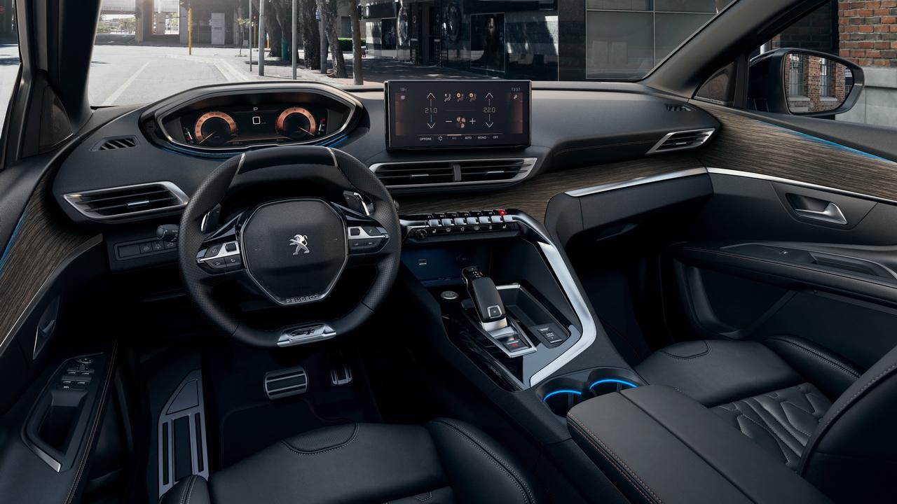 Фото салона Peugeot 5008 2021