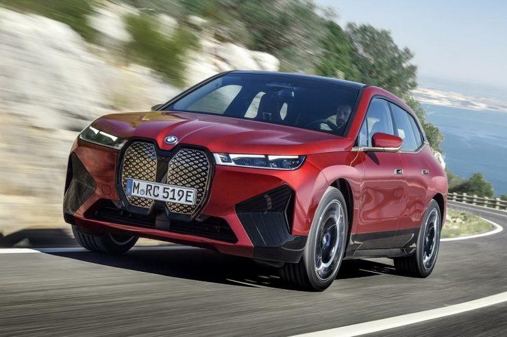BMW iX 2022: инновационный электрокроссовер БМВ