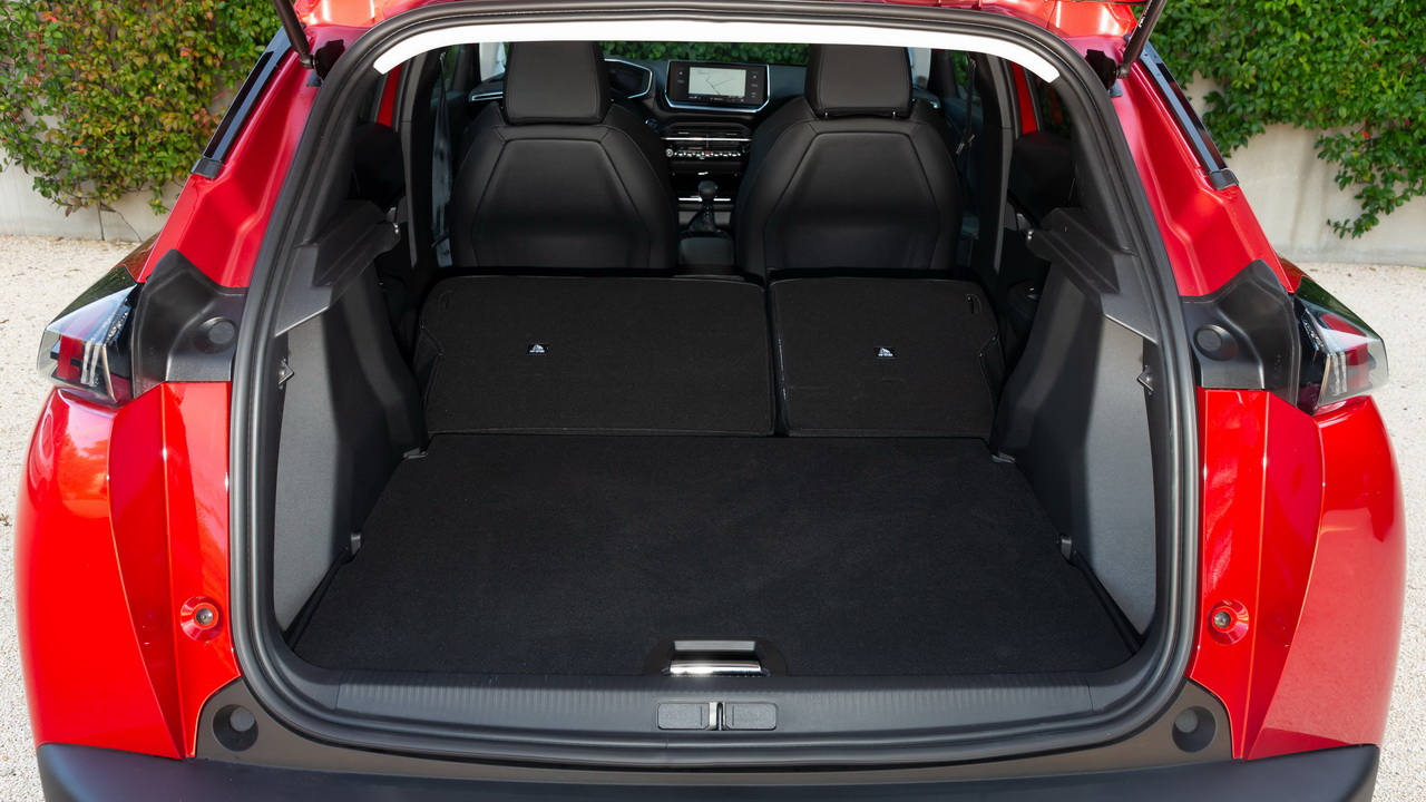 Багажник нового Peugeot 2008