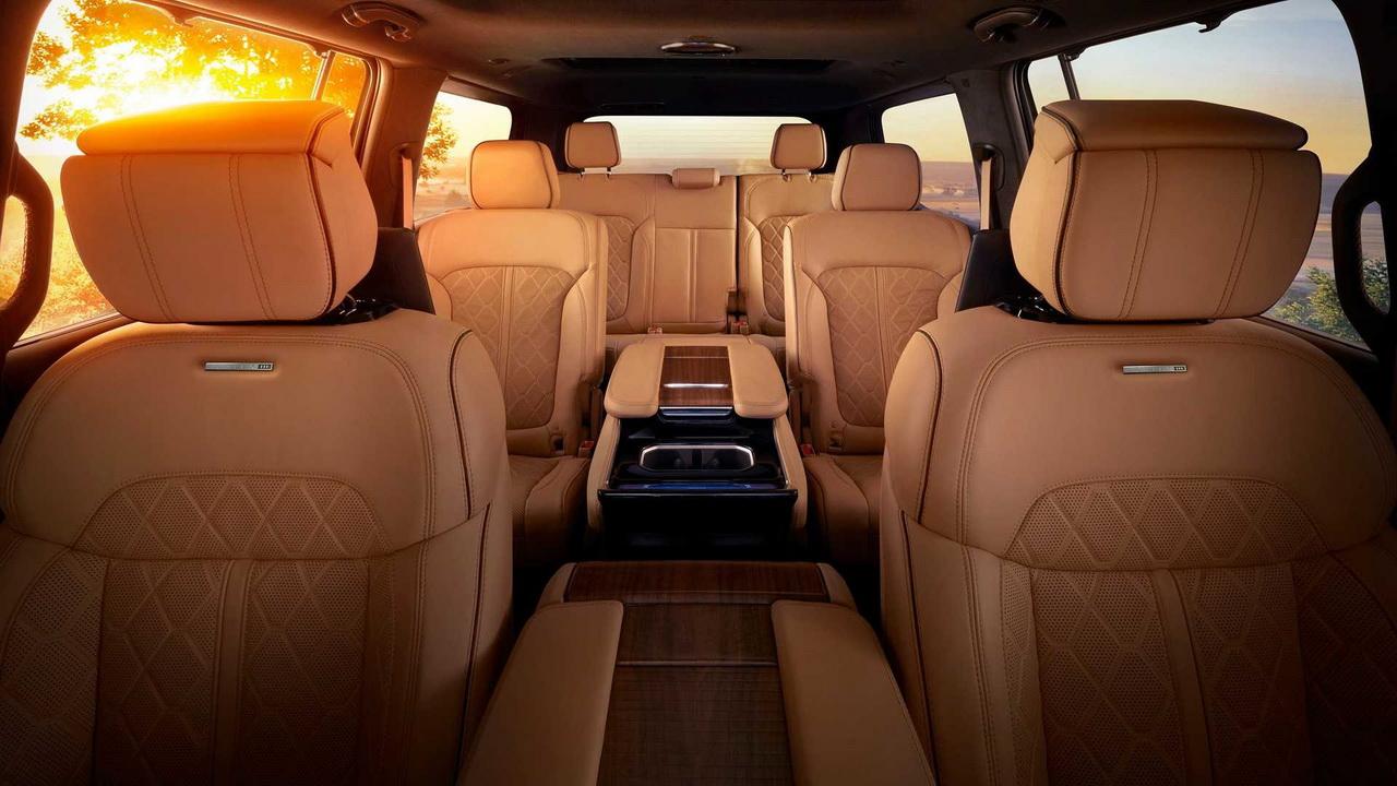 Салон Jeep Grand Wagoneer 2022 фото 2