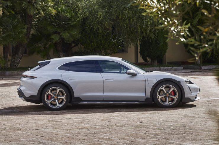 Porsche Taycan Cross Turismo 2022: универсал Тайкан для загородных поездок