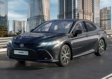 Седан Тойота Камри 2021 года: цена в России