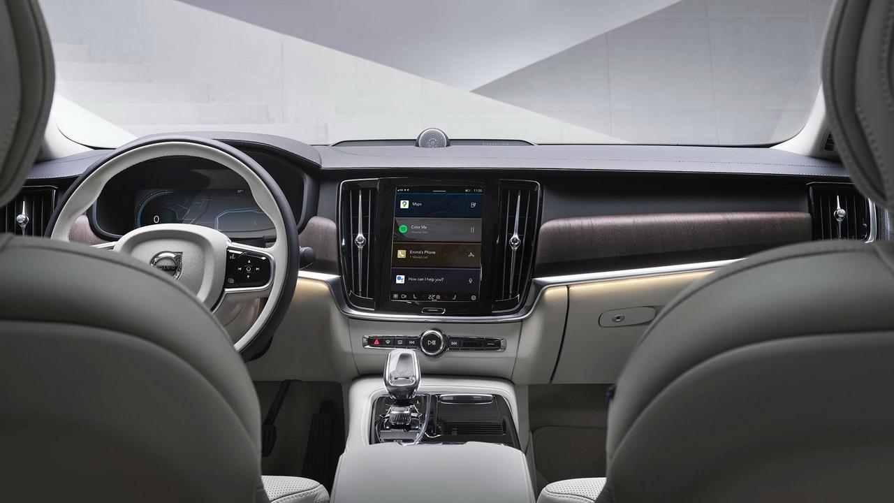 Фото салона Volvo XC60 2022