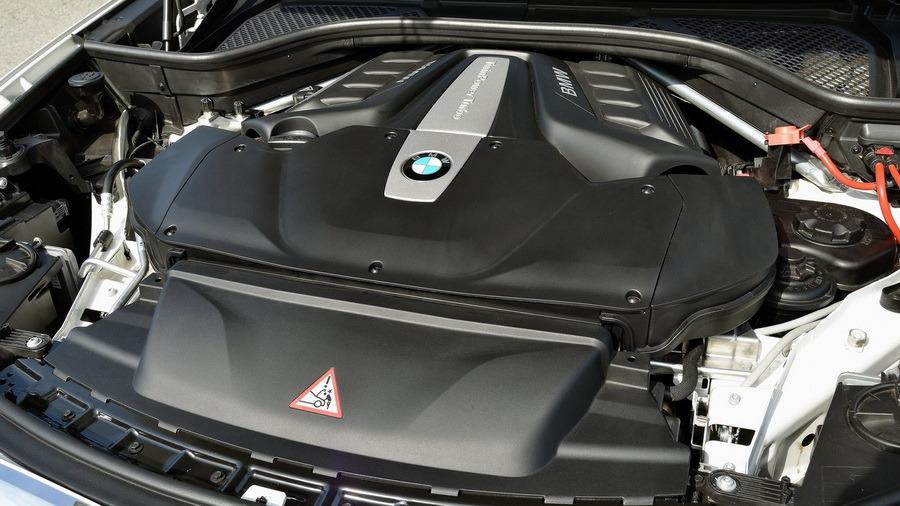 Бензиновый V8 мощностью 450 л.с.