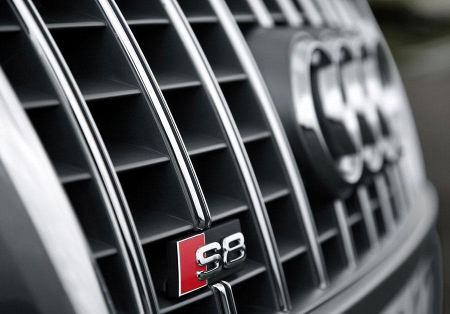 Audi S8 решетка радиатора