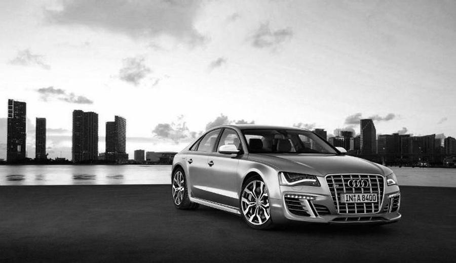 Audi S8 2012 панорама