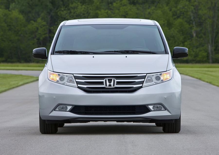 Honda Odyssey 2011 вид спереди
