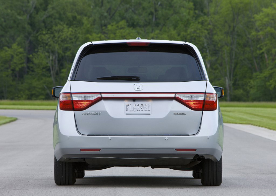 Honda Odyssey 2011 вид сзади