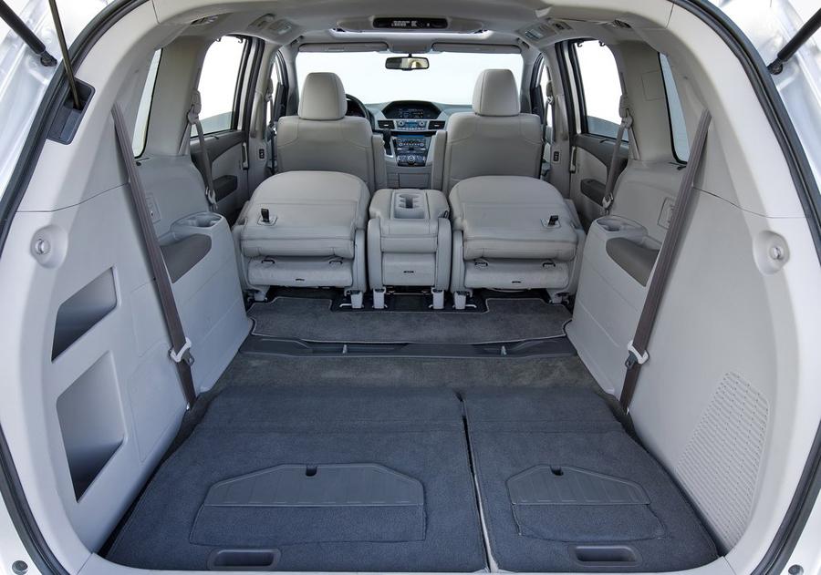 Honda Odyssey 2011 багажное отделение