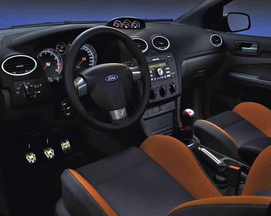 Салон Ford Focus ST второго поколения
