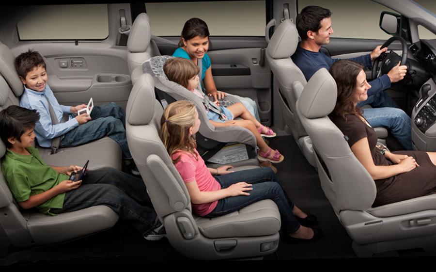 Honda Odyssey 2011 вместительный минивэн