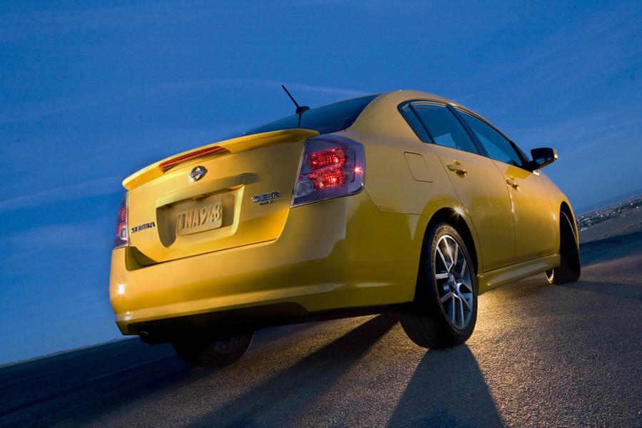 Nissan Sentra SE-R вид сзади