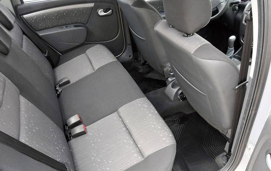 Renault Logan 2011 задние сиденья