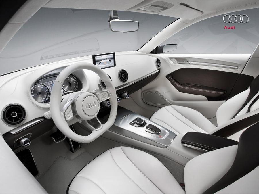 Audi A3 e-tron место водителя