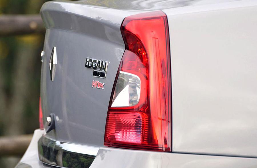 Renault Logan 2011 задняя оптика