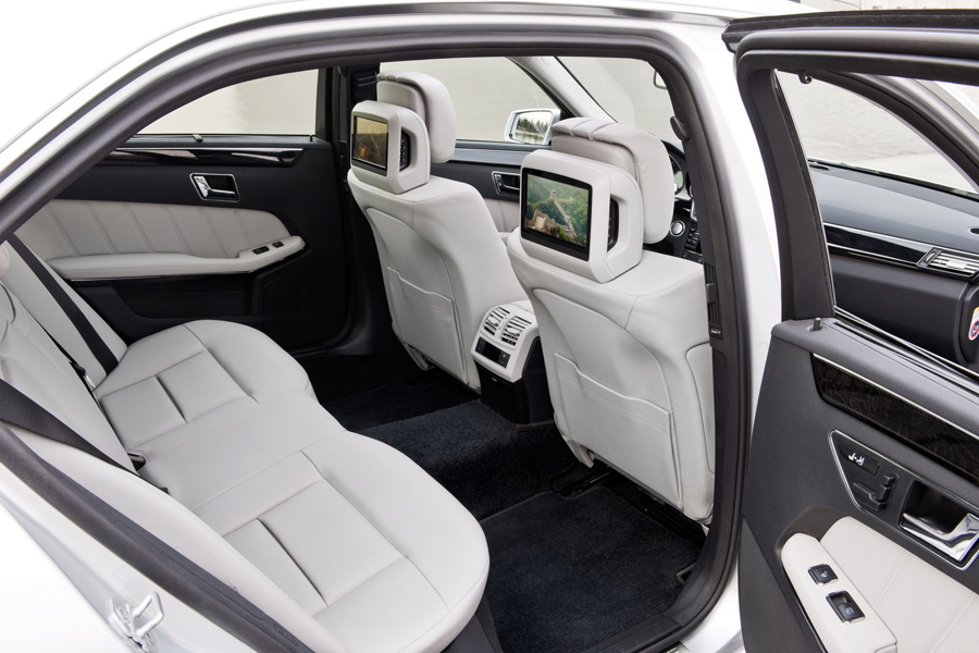 Mercedes E-300 задние сиденья
