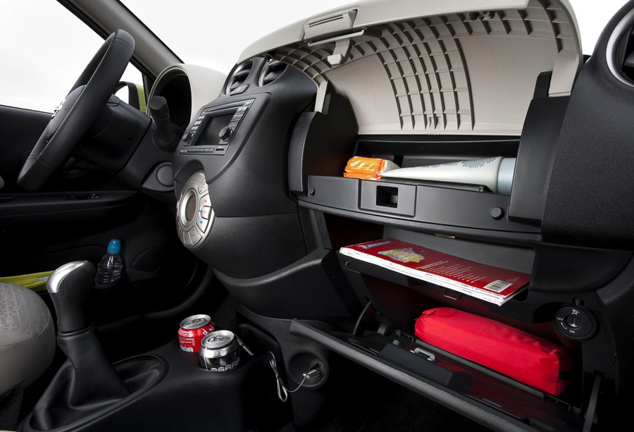 Бардачок Nissan Micra 2011